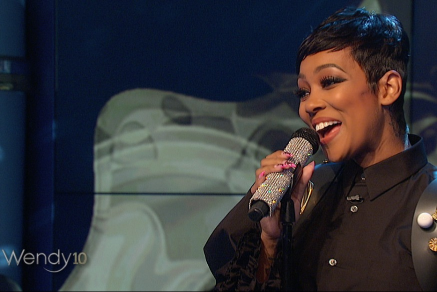 "Monica chante ""Commitment"" chez Wendy Williams"