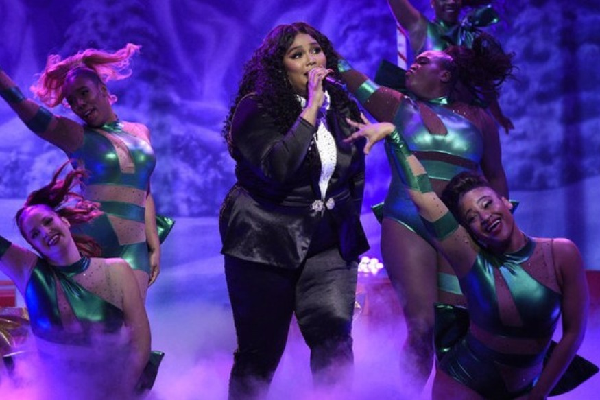 "Lizzo chante ""Good As Hell"" dans le Saturday Night Live"